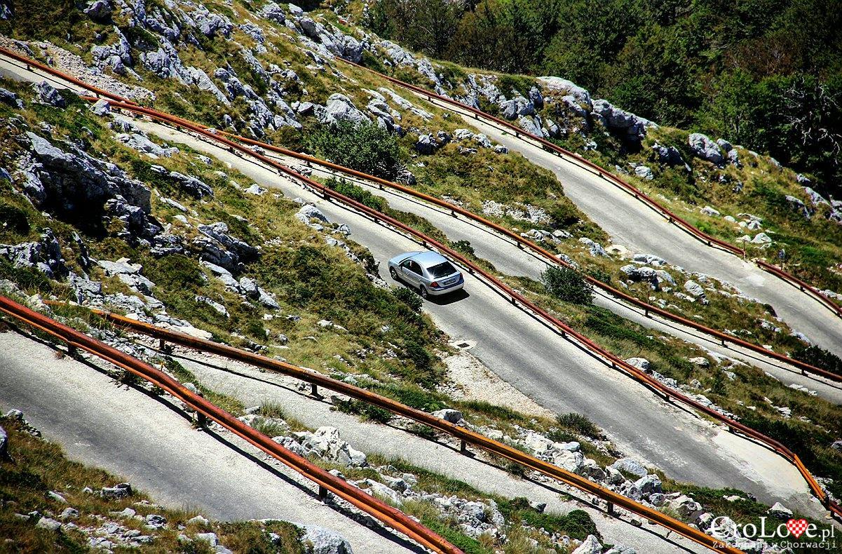 Podjazd na szczyt Sv Jure w Parku Przyrodniczym Biokovo