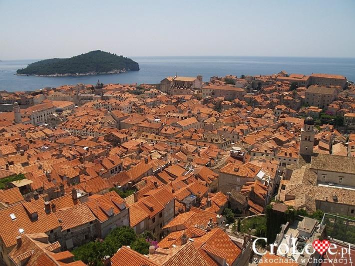 Widok na Stare Miasto i wyspę Lokrum z murów obronnych