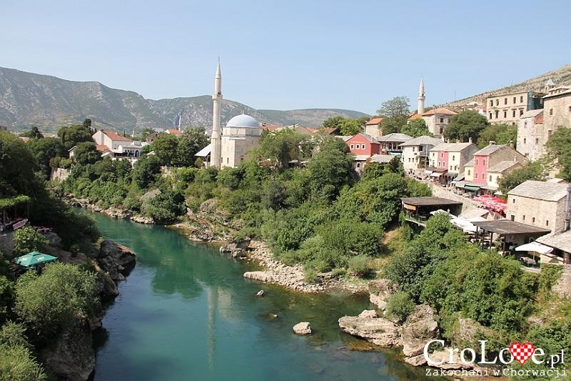 Widok na rzekę Neretwę i Meczet Karadjozbega