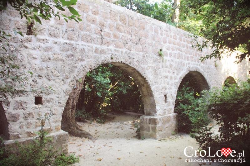 Akwedukt doprowadzający wodę do fontanny w Arboretum Trsteno