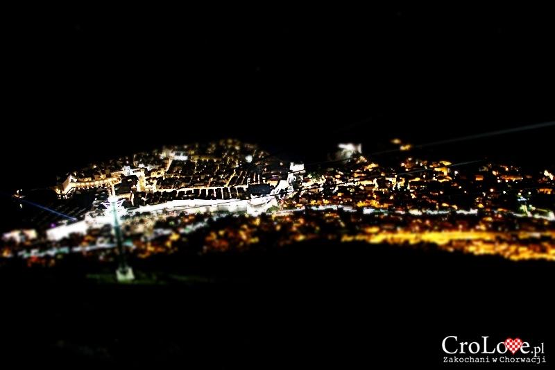 Dubrownik widziany ze wzgórza Srđ nocą