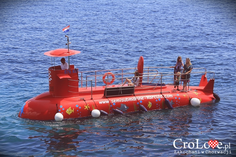 Wpół podwodna łódź SemiSubmarine