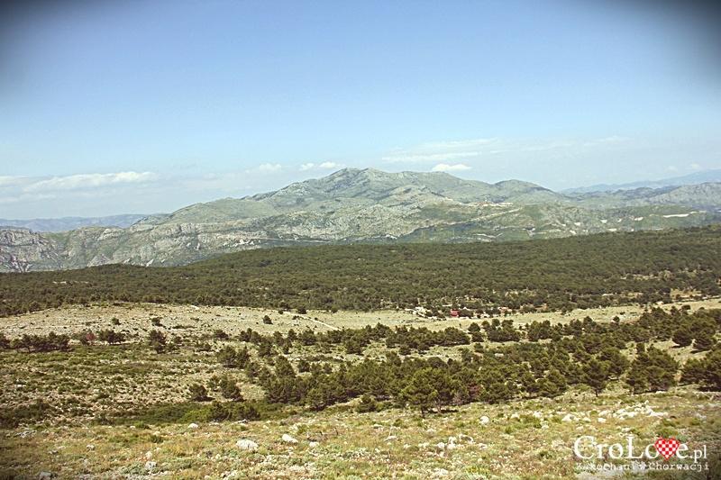 Widok na zachodnią Chorwację oraz Bośnię i Hercegowinę ze wzgórza Srđ w Dubrowniku