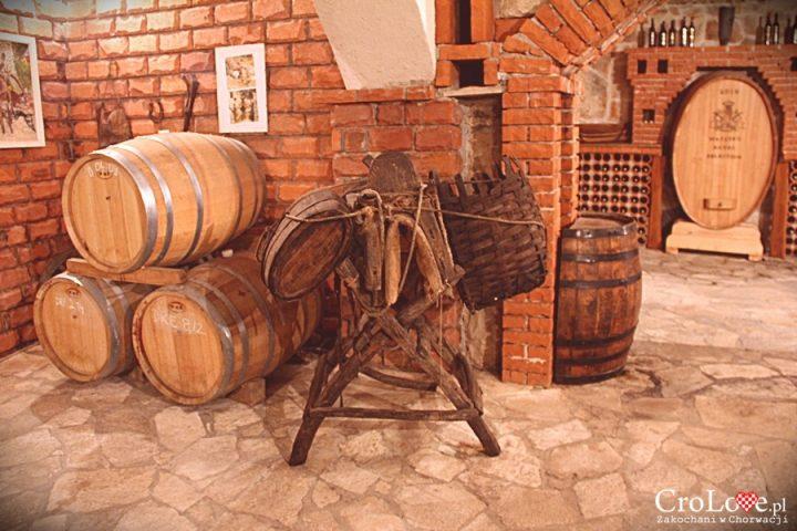 Pojemniki do transportu winogron zawieszane na osłach