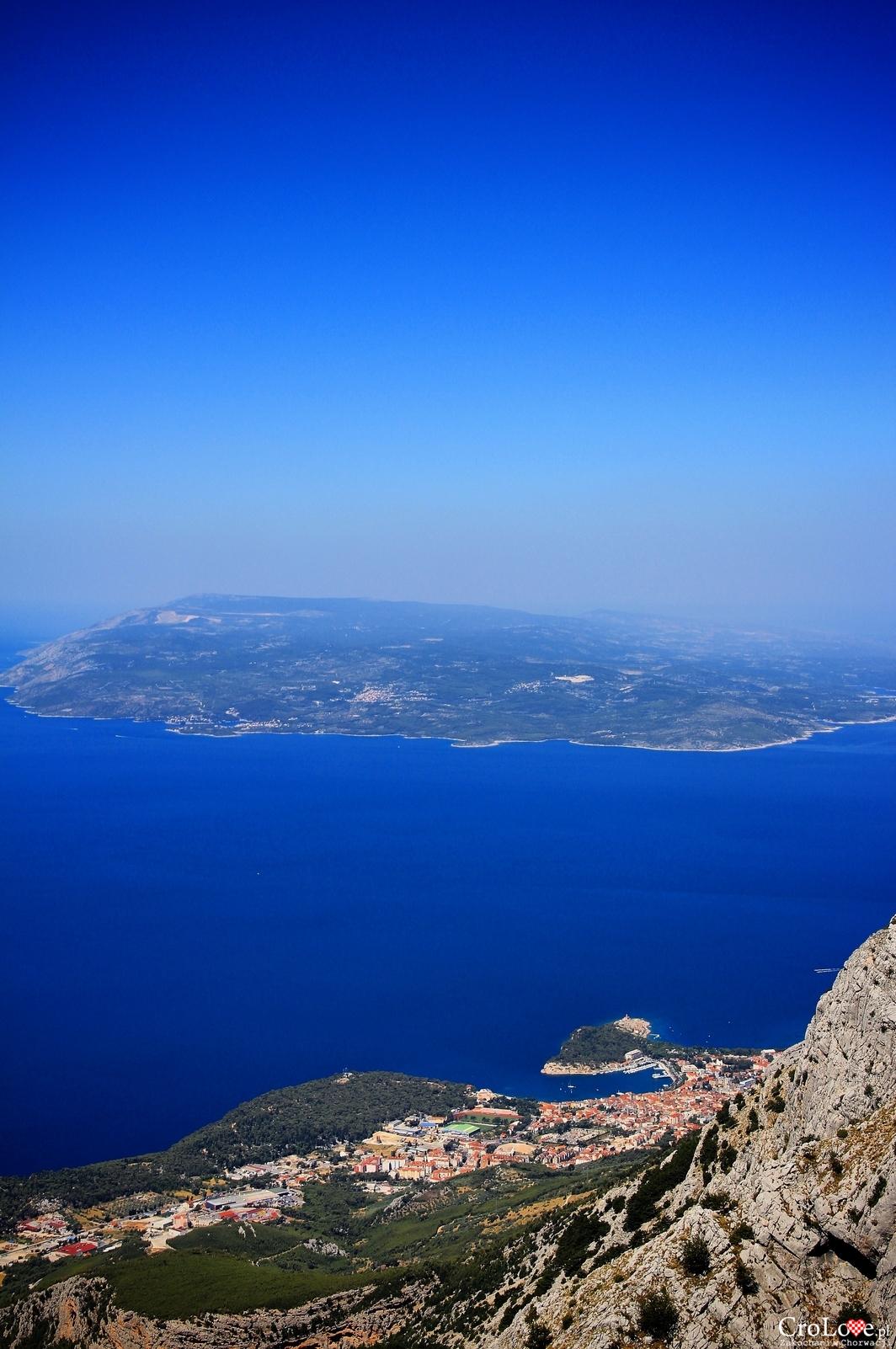Widok na wyspę Brač i Makarską z masywu Biokovo
