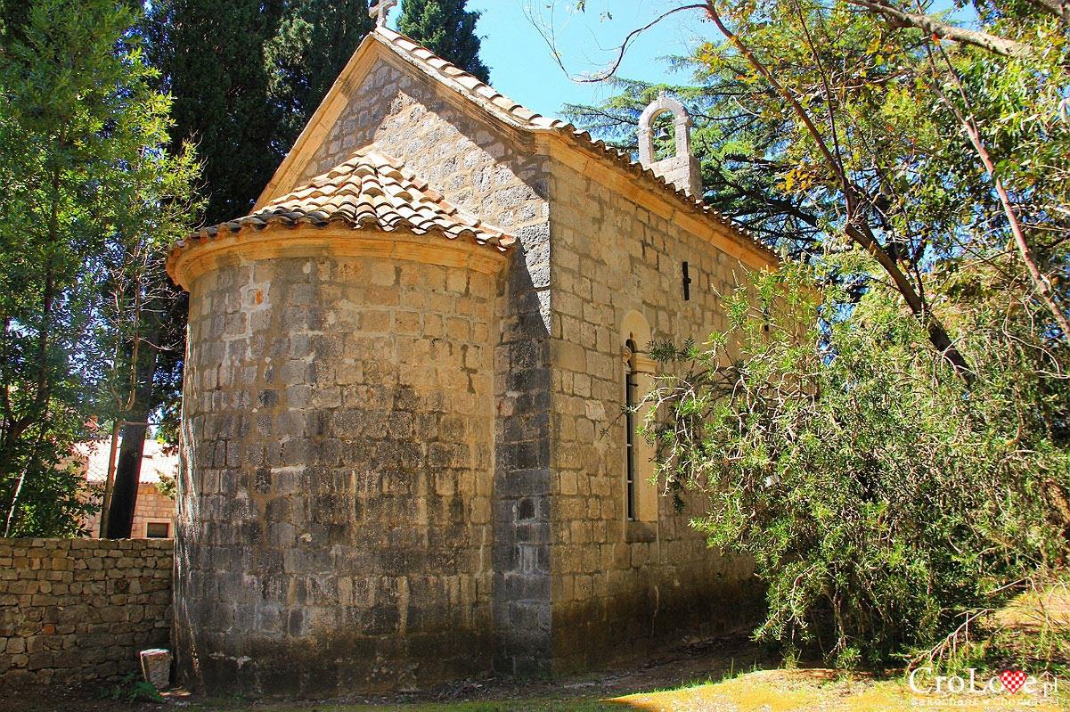 Kapliczka przy klasztorze Benedyktynów na wyspie Lokrum