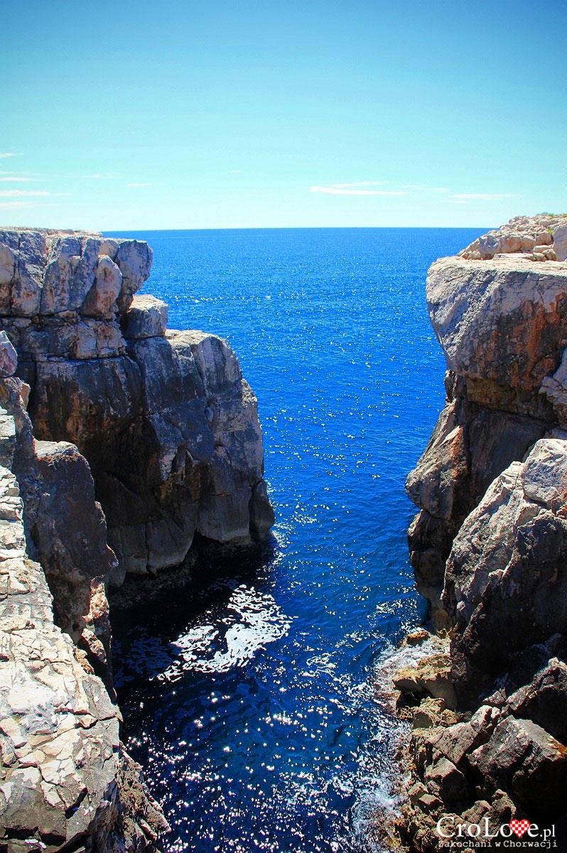 Skalisty brzeg wyspy Lokrum