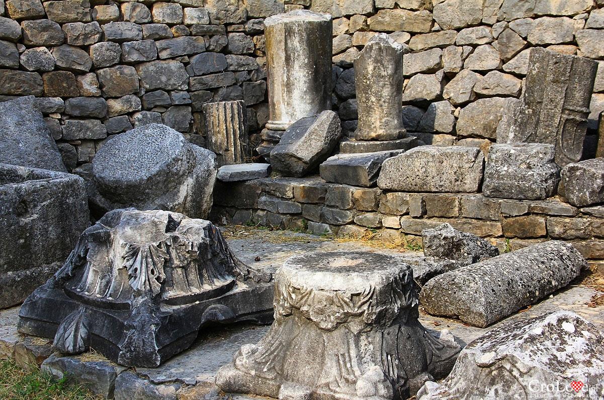 Pozostałości po kolumnach w Manastirine w Salonie