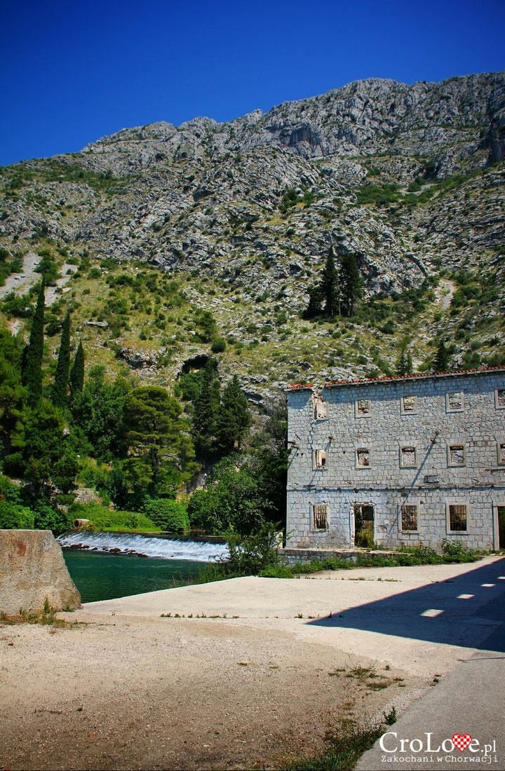 Ujście rzeki Ombla do Adriatyku oraz ruiny młyna