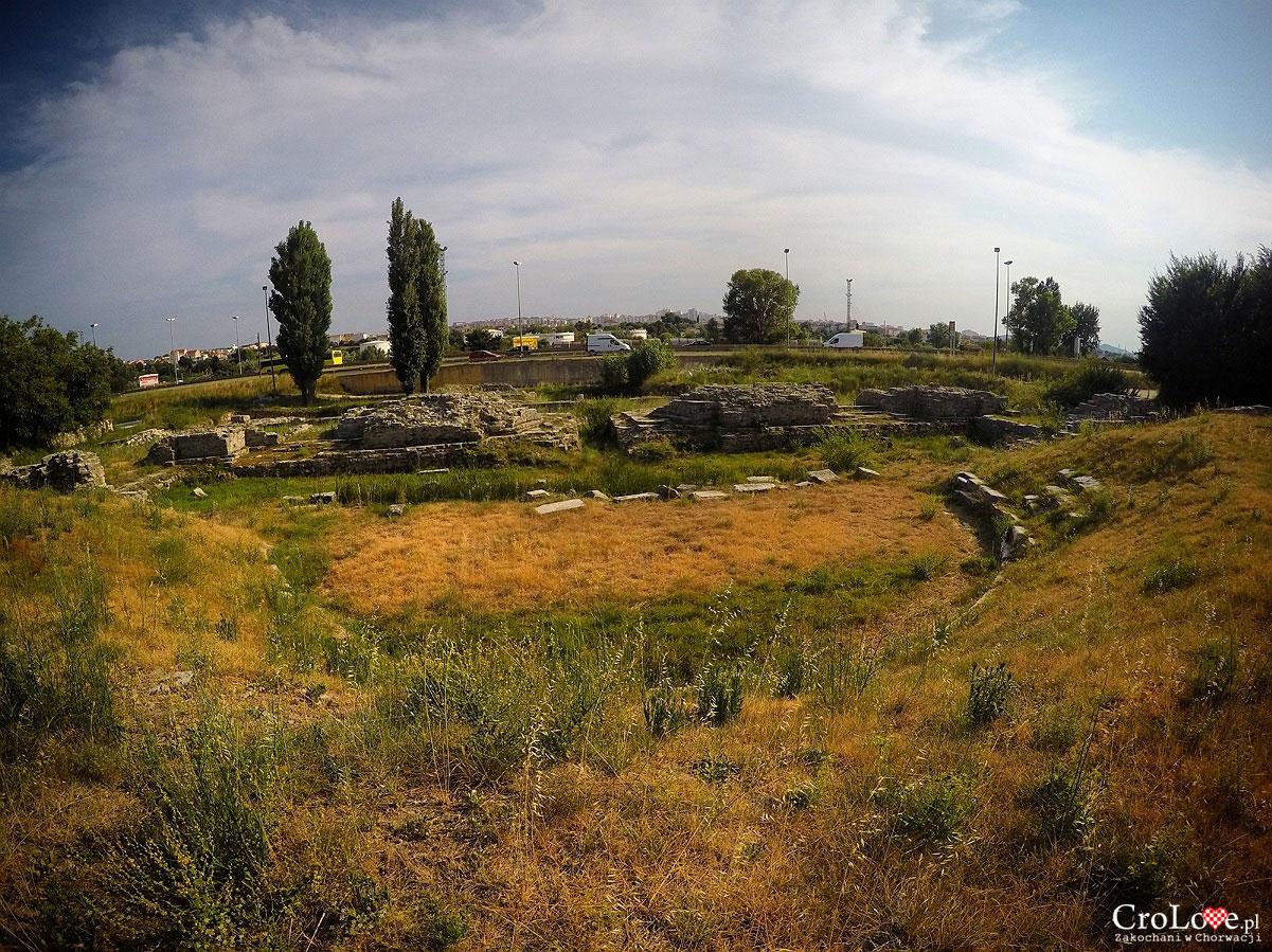 Teatr w Salonie. W tle widać drogę Split - Trogir pod którą znajduje się dalsza część miasta