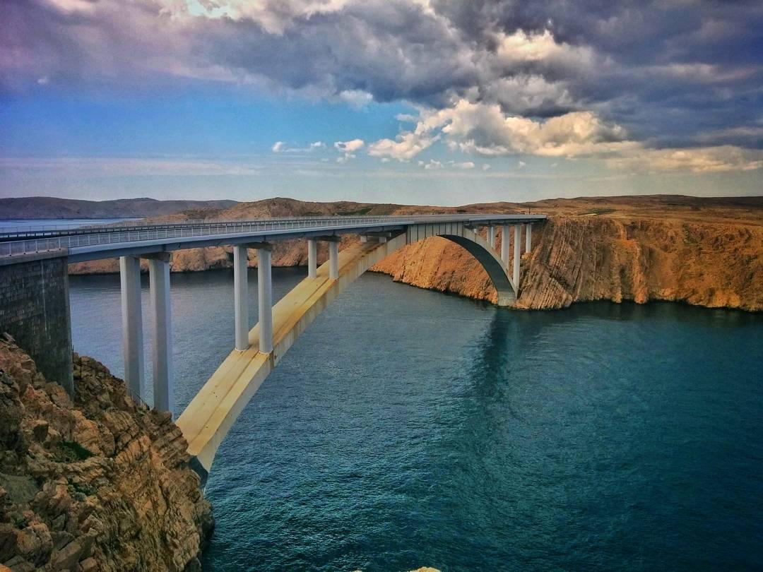 Most łączący wyspę Pag z lądem