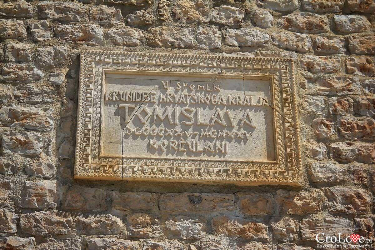 tablica przy bramie lądowej