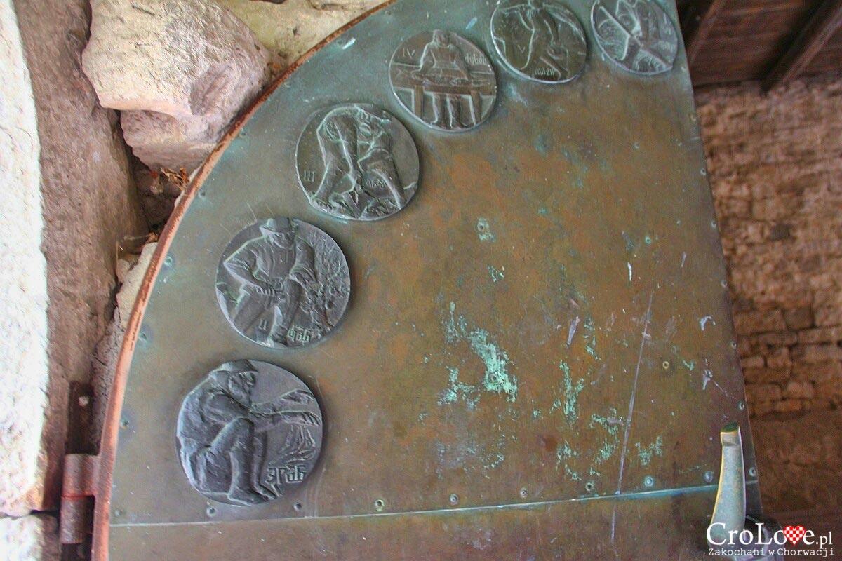 Sceny z życia wiejskiego tworzące kalendarz