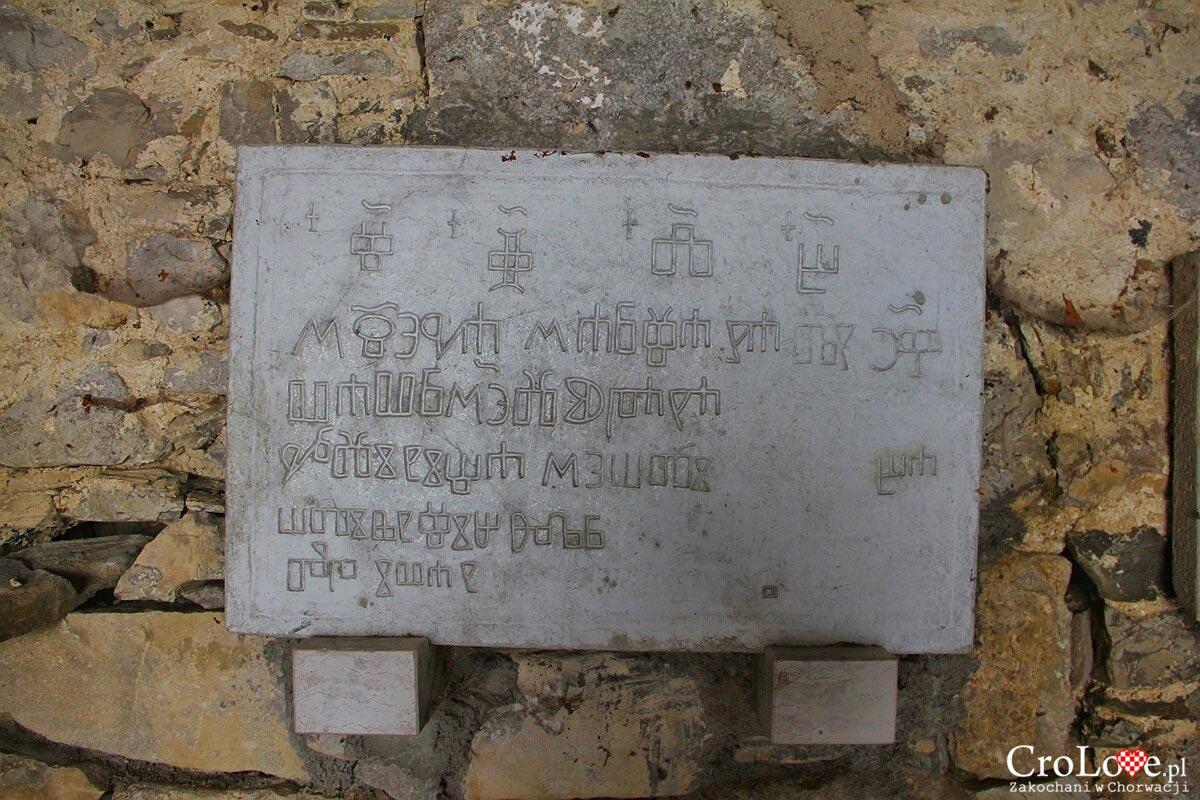 Kamienne tablice z głagolicą