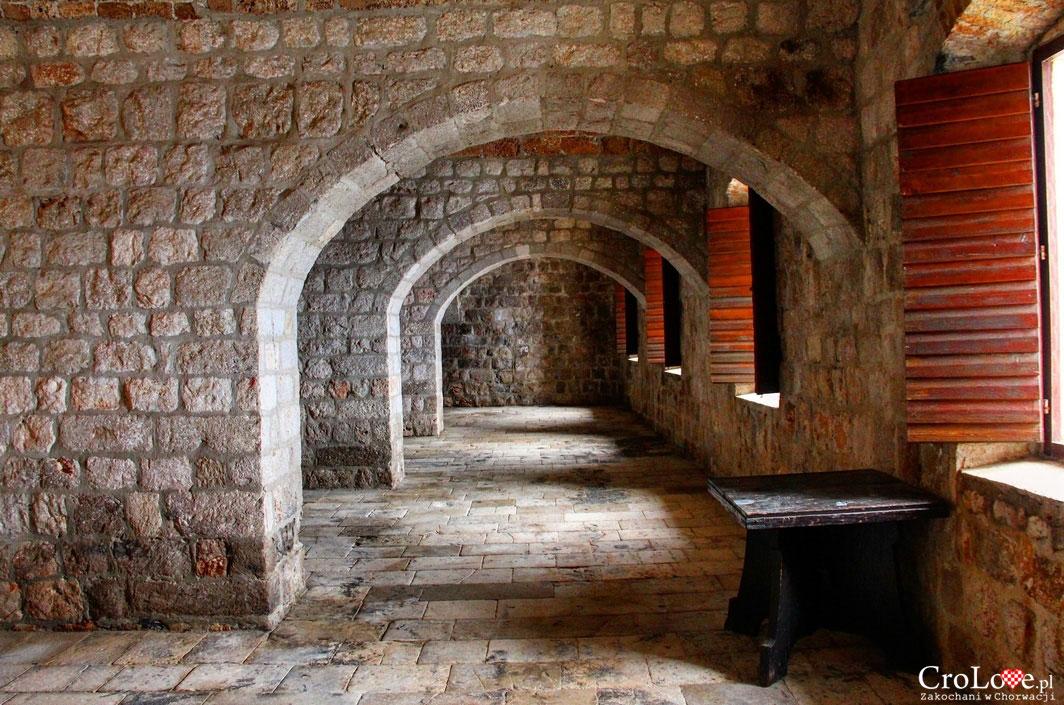 Wnętrza Fortu Lovrijenac w Dubrowniku