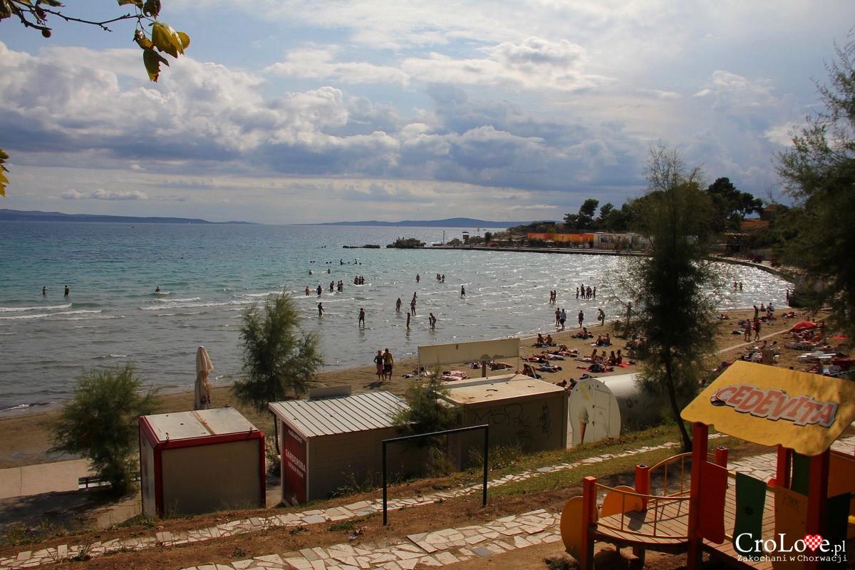 Piaszczysta plaża Bačvice w Splicie