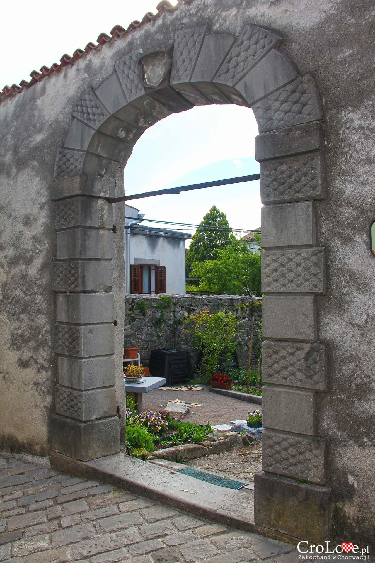 Manierystyczny portal z XVII wieku