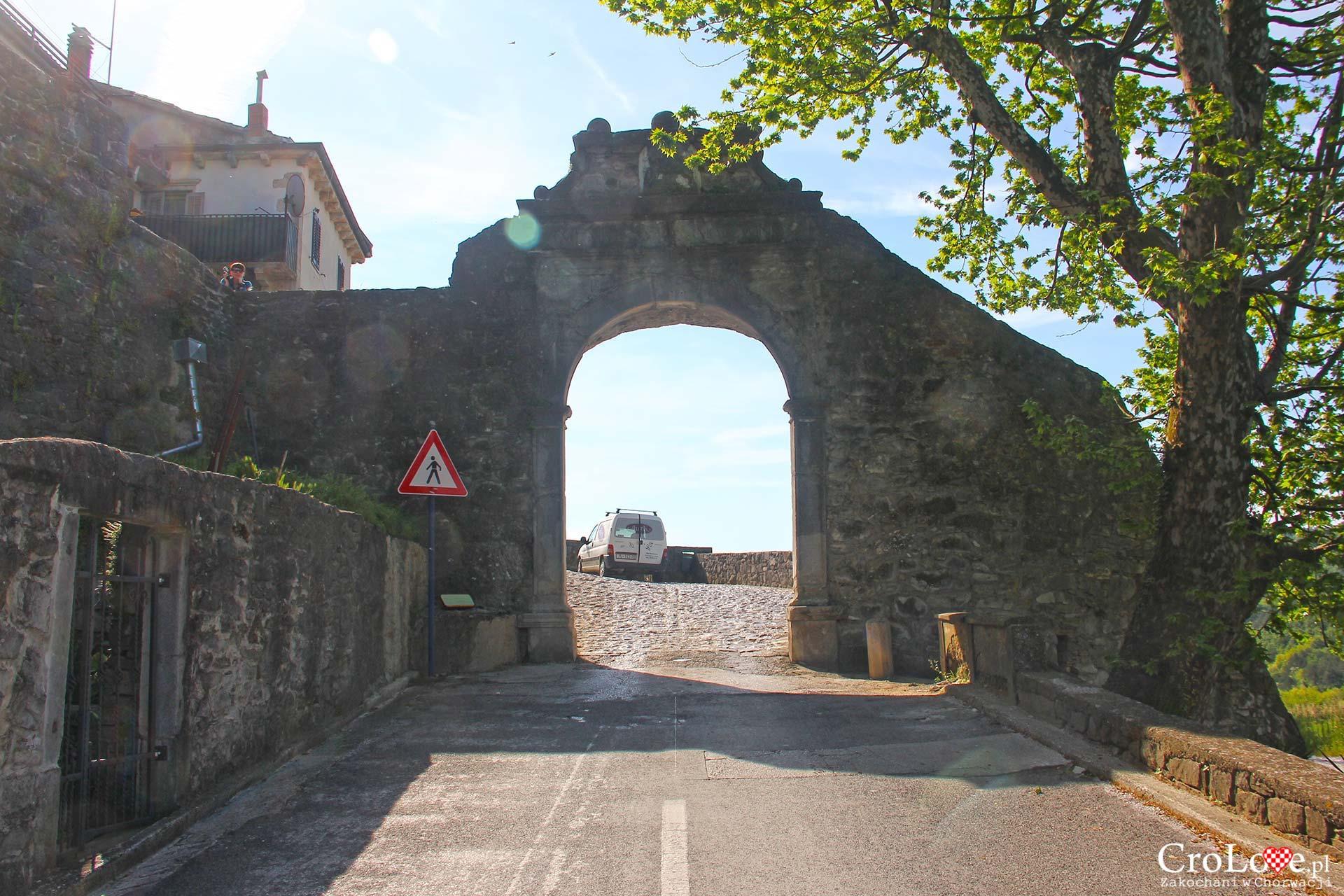 Brama Duża w Buzet