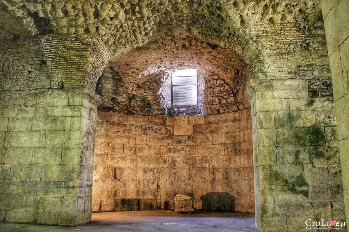 Podziemia pałacu Dioklecjana w Splicie - pomieszczenie tronowe Daenerys