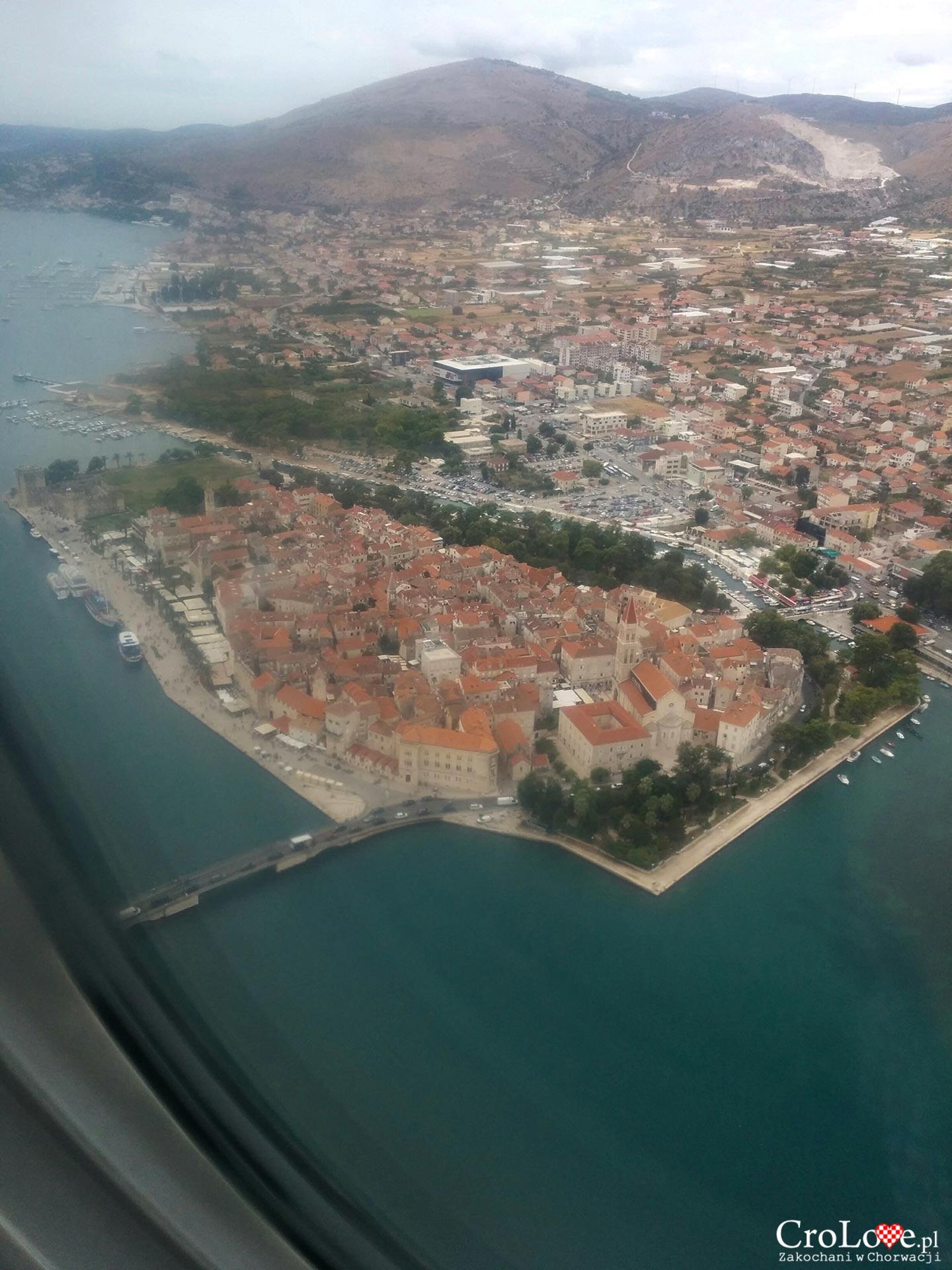 Widok z samolotu na Trogir