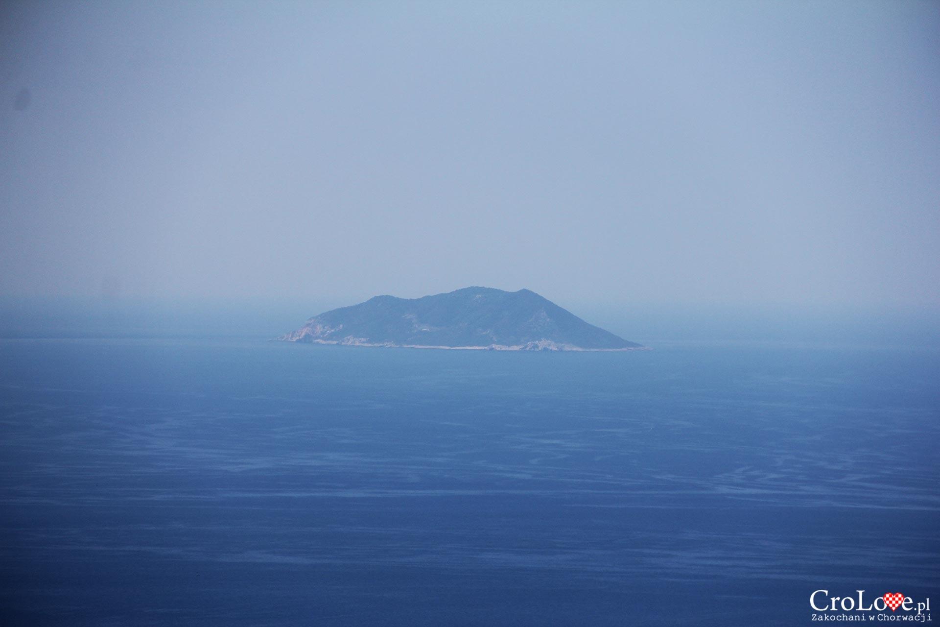 Wyspa Sveti Andrija widziana z wyspy Vis