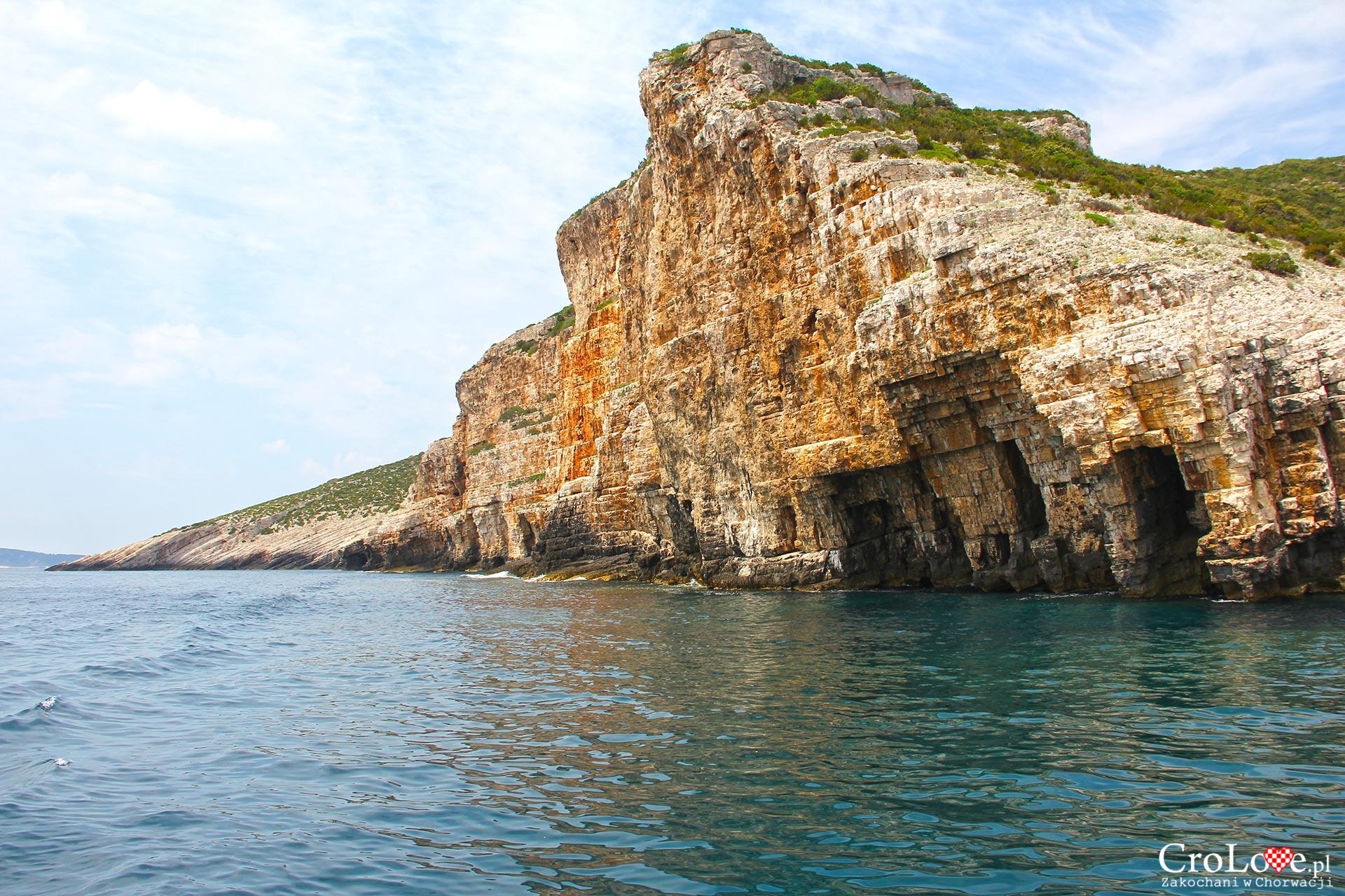 Klify na wyspie Vis