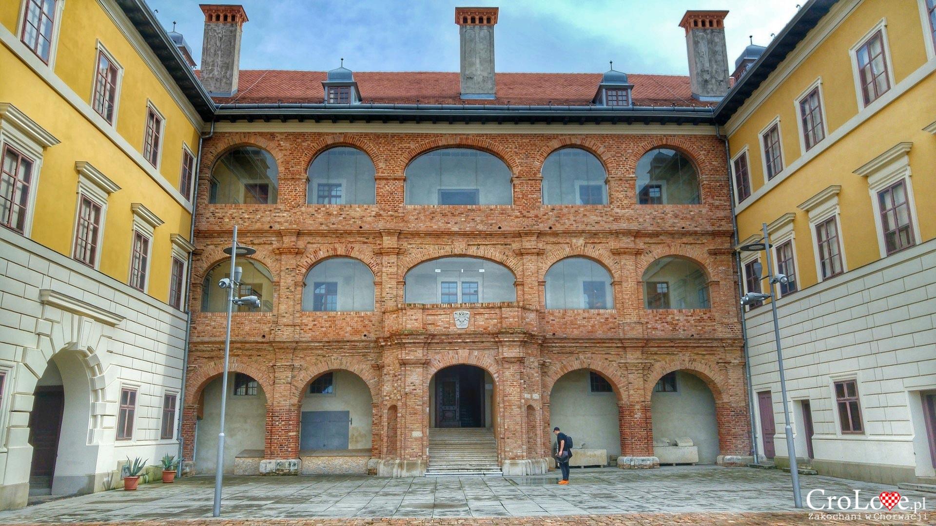 Zamek, obecnie muzeum. Twierdza w Iloku