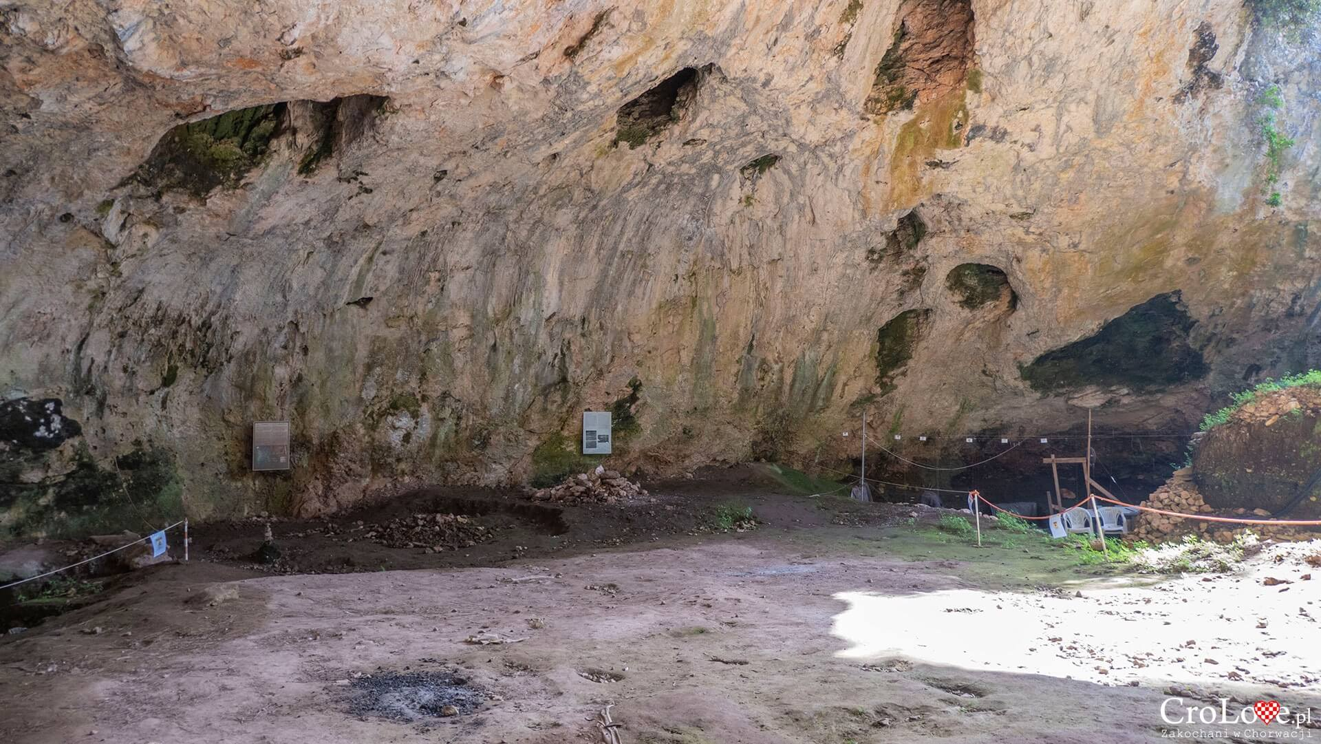 Jaskinia Vela Spila (Vela špilja) w Vela Luka na wyspie Korčula