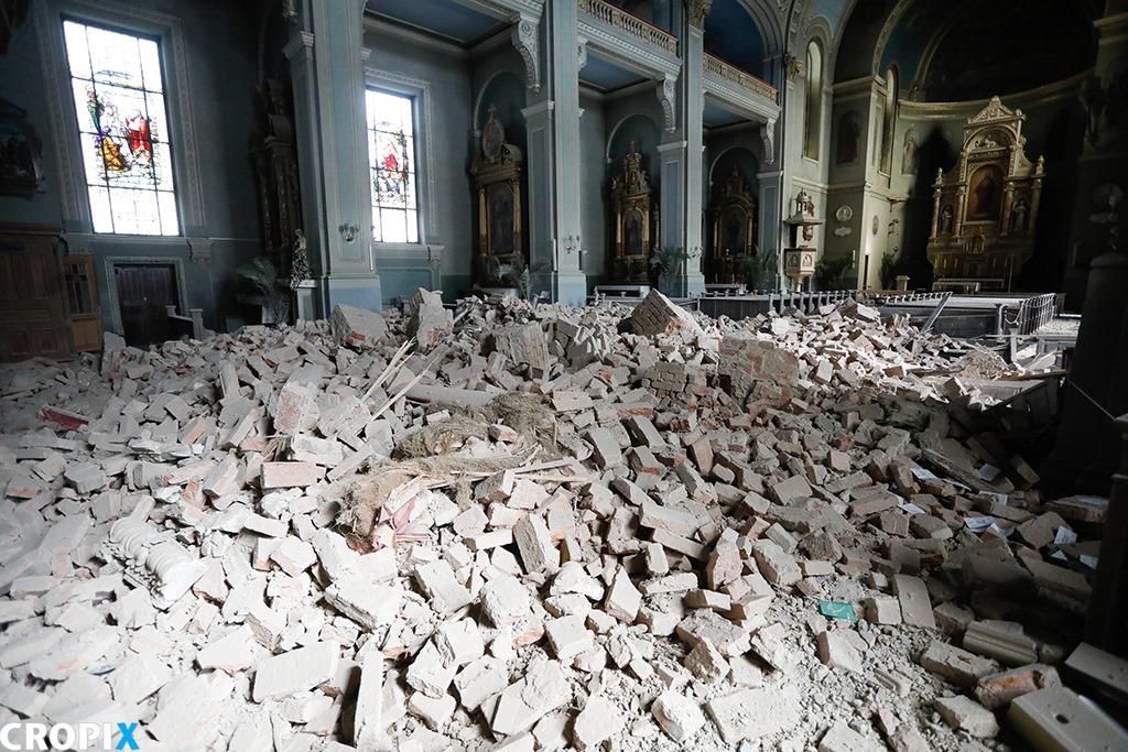 Wnętrze Kościoła Najświętszego Serce Pana Jezusa. Trzęsienie ziemi w Zagrzebiu