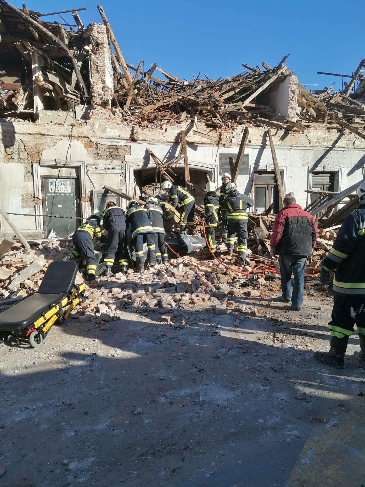 Zniszczone budynki w Petrinji Fot. @tony_pip (Twitter)