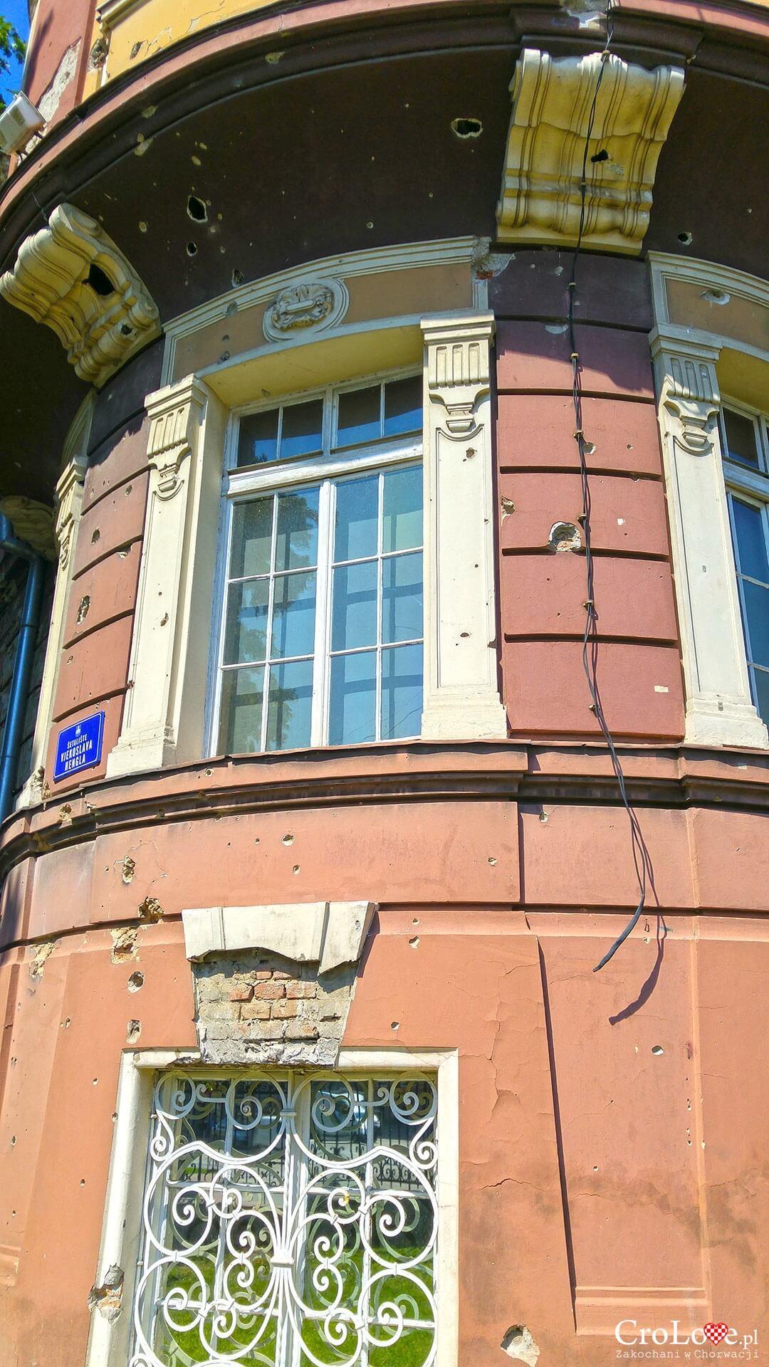 Ślady wojny na budynku w Osijeku